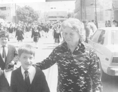 Bertha Valdez de Romero (f), con su nieto Alejandro Romero Aranda. Foto tomada en 1992.