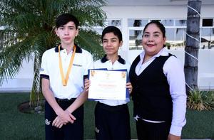 04112019 Marco Antonio y Sergio Alexis; asesor: miss Elizabeth. Proyecto ganador: Té ecológico.
