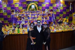 02112019 LO RECUERDAN CON CARIñO.  Altar de muertos montado en la seccion 35, en honor del profesor José A. Puente Tovar, fallecido recientemente.