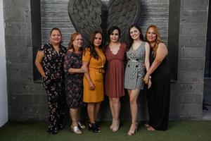 02112019 La novia disfrutó de la compañía de Patricia Arizmendi, Rosario Montoya, Guadalupe Arizmendi, Samantha Montemayor y Mayanin Arizmendi.
