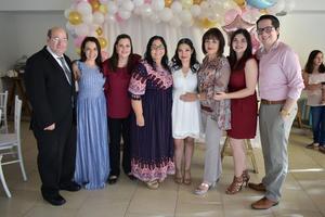 02112019 PRENATAL.  Mónica García de Alba con algunos de los invitados a su baby shower. Rafael, María, Iveth, Norma, Graciela, Melissa y Jorge.