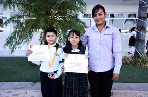 04112019 Omar Daniel y Paola Arleth; asesor: Arleth Alejandra. Proyecto Bioplástico con cáscara de melón.