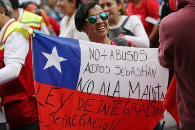 Protestan contra el presidente Sebastián Piñera.