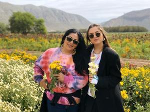 05112019 LA FOTO DEL RECUERDO.  Alejandra y Elexa.