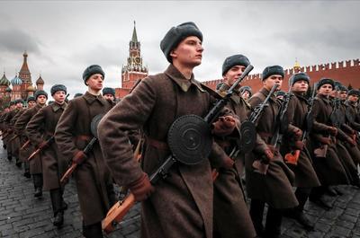 Desfilaron por la Plaza Roja de Moscú.