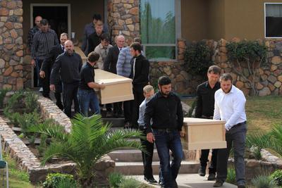 """Los cuerpos de Ray Langford y sus dos hijos serán inhumados en el panteón de La Mora, """"porque ella amaba este lugar"""", dijo su padre."""