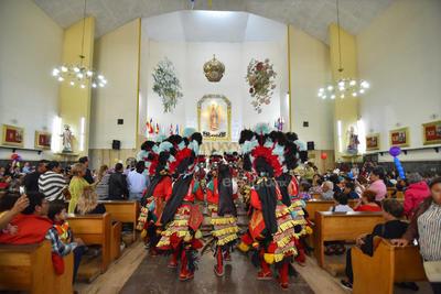Celebran. Con su tradicional peregrinación, como cada año los ferrocarrileros festejaron su día en la iglesia de Guadalupe, ubicada en el centro de Torreón.