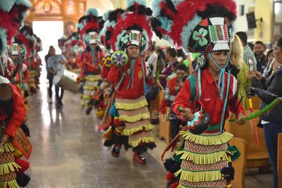 Danzan. Con el tradicional baile de la región norte del centro del país, los matachines estuvieron presentes en la celebración con su indumentaria característica en la que las sonajas y el tambor no dejaron de escucharse.