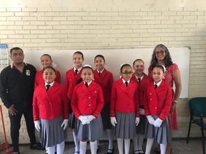 08112019 Alumnas se alistaban para salir e iniciar el concurso.