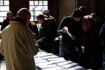 Abrieron los casi 23,000 colegios electorales.
