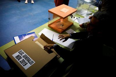 Los votantes eligen los 350 diputados del Congreso y 208 miembros del Senado, ya que el resto de representantes de la Cámara Alta (57) son designados por los parlamentos regionales.