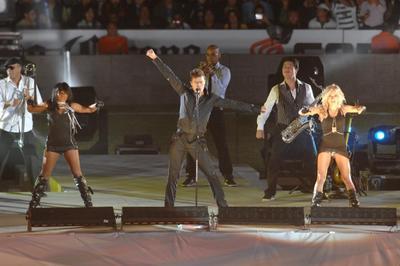 Ricky Martin llegó el 9 de noviembre a Torreón. A la 1:05 de la tarde aterrizó en un vuelo particular en un hangar de la localidad. El Siglo de Torreón estuvo ahí en exclusiva justo en el momento en el que él bajó de la aeronave y pisó suelo lagunero.