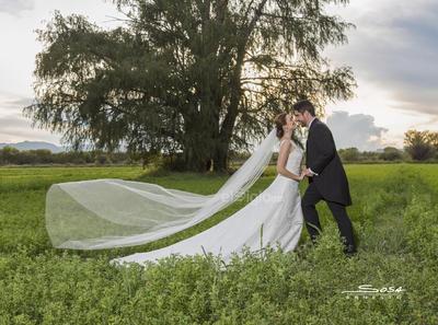 Antonio Villagómez y María Antonieta Sosa Muller se unieron en matrimonio ayer por lo que se encuentran recibiendo múltiples felicitaciones.- Ernesto Sosa