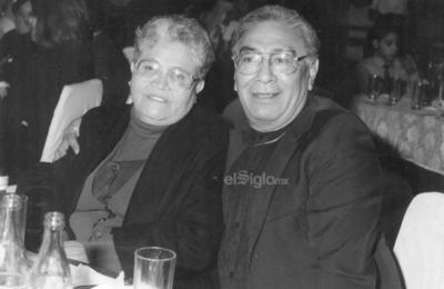 Amparo de la O de Huízar y Domingo Huízar (f) en 1980