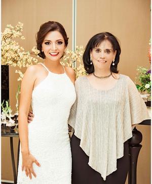 09112019 Diana acompañada de su futura suegra, Mercedes Miranda González.