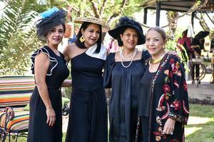 09112019 CUMPLEAñOS.  Liliana Guerrero acompañada por su mamá Elva Méndez, y sus hermanas, Layla y Elva.