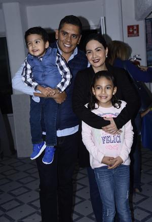 11112019 Susana Olvera Gutiérrez, Susana Gutiérrez y César Olvera.