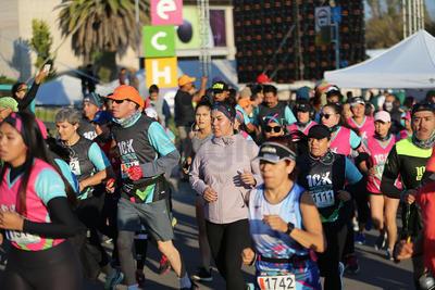 La primera mujer en recorrer los 10 kilómetros fue Natalia Casas Gallegos.