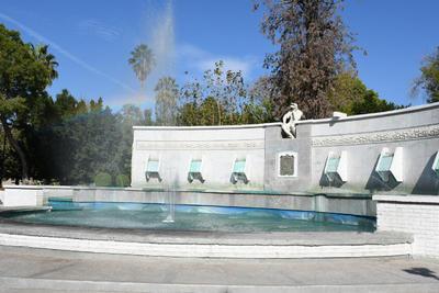 Emblemática. La Alameda es un espacio público donde se concentran una gran cantidad de árboles y monumentos históricos del municipio, entre los más destacados se encuentra la Fuente del Pensador, inaugurada en 1928.