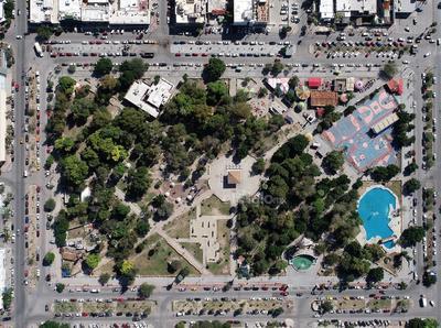 Cuatro manzanas. La Alameda Zaragoza se extiende sobre las avenidas Juárez y Allende entre las calles Donato Guerra y González Ortega.