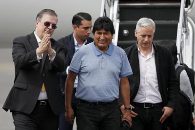 El secretario de Relaciones Exteriores prometió 'libertad y seguridad' para Evo Morales en México.
