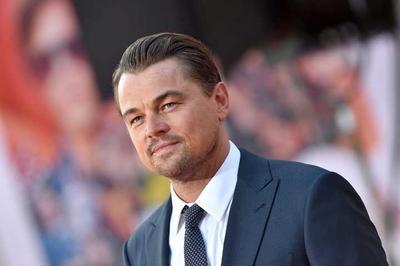 Leonardo Di Caprio no sufrió abusos durante su infancia, sin embargo, vivió en una extrema pobreza. Según contó en una entrevista, cuando era un infante radicaba con su madre en un barrio de la ciudad de Los Ángeles, donde había prostitución y drogas.