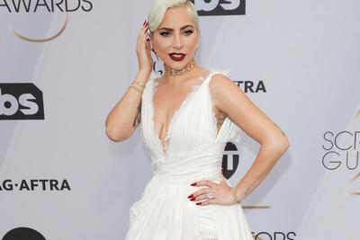 La cantante y actriz estadounidense Lady Gaga admitió que al paso de los años su carrera la ha traumatizado de muchas maneras y por cosas distintas, pero ha sobrevivido y seguido adelante.