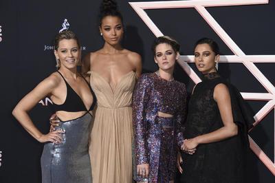 Elizabeth Banks, Ella Balinska, Kristen Stewart y Naomi Scott.