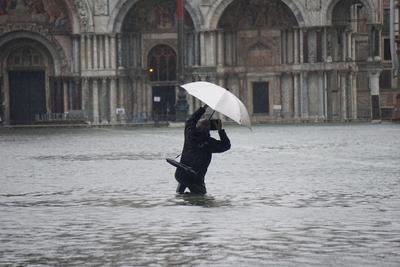 Venecia está de rodillas. La basílica de San Marcos ha sufrido graves daños, así como toda la ciudad y las islas, añadía por su parte el alcalde, Luigi Brugnaro.