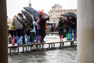 El ayuntamiento de la ciudad pedirá el estado de calamidad natural para poder contar con ayudas estatales e instó a todos los venecianos a documentar los daños que han sufrido.