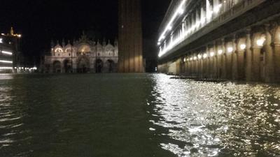 Las sirenas que anuncian las subidas de la marea sonaron hasta tres veces durante la noche.