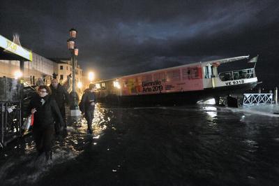 Todas las escuelas en Venecia y de las islas permanecerán cerradas hoy y en varias zonas de la ciudad se han producido apagones.
