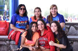 13112019 POSAN PARA LA CÁMARA.  Pamela, Danna, Pamela F. Ana R., Cintia y Ana V.