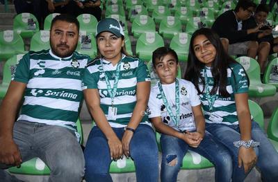 Antonio, Argentina, Aarón y Ana.
