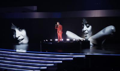 Alejandro Sanz, que no estuvo presente en la pregala, obtuvo el reconocimiento a Mejor canción pop por Mi persona favorita (junto a Camila Cabello) y al Mejor vídeo musical versión larga por Lo que fui es lo que soy.