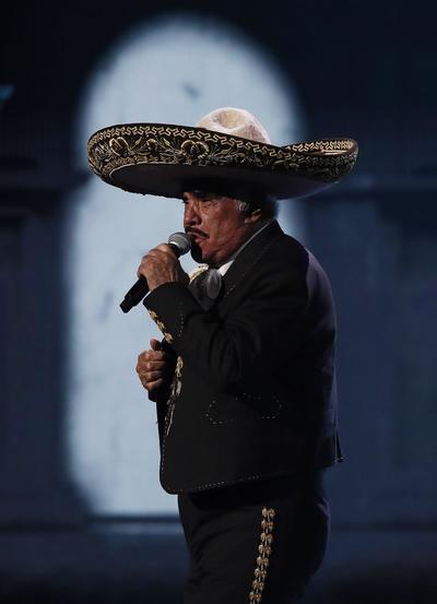 El momento más emocionante fue la aparición de Vicente, que puso en pie a la audiencia congregada en Las Vegas (EE.UU.), entre la que se encontraban las figuras más importantes de la música latina como Alejandro Sanz, Juanes y Juan Luis Guerra.