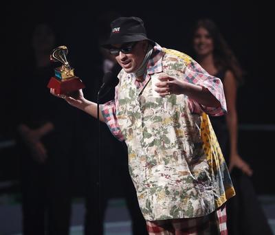 De ahí que Bad Bunny, que consiguió el premio al Álbum de música urbana por X 100PRE, aprovechara la ocasión para reivindicar el terremoto mundial que ha provocado este género.