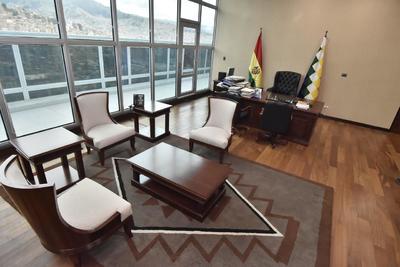 En sus instalaciones funcionan ministerios como Presidencia, Comunicación, Culturas y Energías, además de ser escenario para la promulgación de leyes o las comparecencias de Morales, sus ministros o dirigentes sindicales afines.