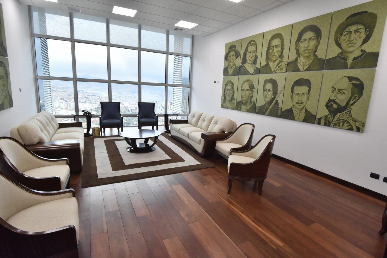 Gobierno de transición muestra suite de Evo Morales en edificio de Bolivia