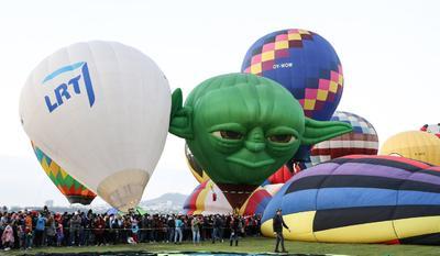 Alrededor de 200 globos aerostáticos de 25 países surcaron este sábado los cielos de León, en el estado de Guanajuato, en la edición 18 del Festival Internacional del Globo que concluirá este 18 de noviembre.