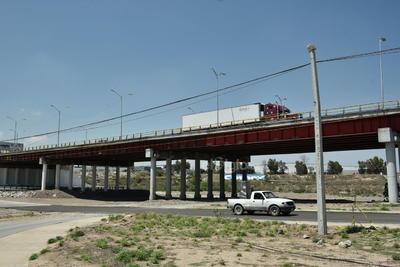 Utilizados. Todo tipo de transporte circula sobre los puentes y de igual manera por debajo de los mismos todos los días sin descanso alguno, conectando dos ciudades de una misma región para mejorar su desarrollo económico.