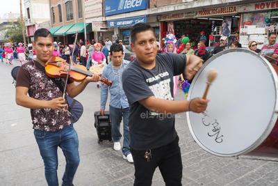 Decenas de laguneros participaron en el evento para bendecir a las danzas.
