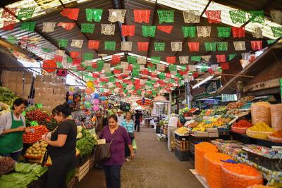 De tradición. Este es el primer mercado que se instaló en la ciudad. Su nombre se le debe a la empresa La Alianza que se estableció en 1893 frente a lo que era la estación del ferrocarril y así era ubicado por los habitantes de entonces.