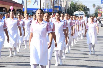 Benemérita Institución. La Cruz Roja Mexicana delegación Gómez Palacio, se hizo presente con un extenso contingente conformado por integrantes del Cuerpo de Socorro, estudiantes de la Escuela de Enfermería La Luz y que incluyó las unidades que trasladan a las personas heridas.