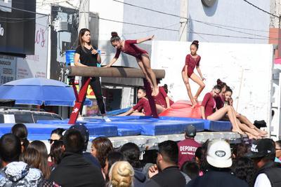 Talento. Las pequeñas gimnastas hicieron gala de sus habilidades y talento en esta disciplina durante el recorrido de ayer. Las niñas y jovencitas hicieron algunas demostraciones en la barra de equilibrio.