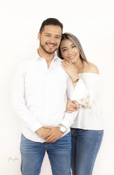 Ing. Ricardo Rodríguez Mier y Nélida Ibarra Vargas, unen sus vidas hoy 17 de noviembre en Mazatlán, Sinaloa.- Benjamín Estudio.