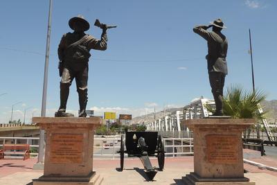 Símbolos revolucionarios. Son distintos los monumentos que han sido erigidos a Francisco Villa y Raúl Madero, personajes de la Revolución Mexicana en La Laguna.