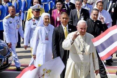 Francisco fue recibido por dignatarios del Gobierno y miembros de la jerarquía católica.