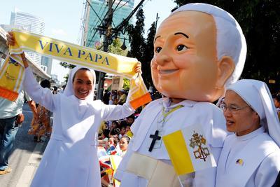 Pese a los pocos católicos, el Papa fue recibido con gran fervor.