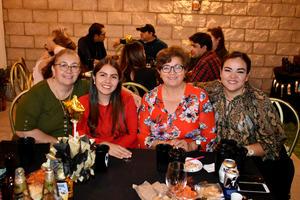 20112019 RECIENTE CELEBRACIóN.  Carmen, Adara, Tere y Aída.